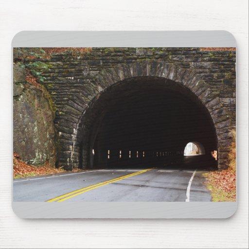 Túnel de la montaña tapetes de raton