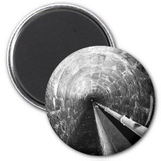Túnel en blanco y negro imán redondo 5 cm