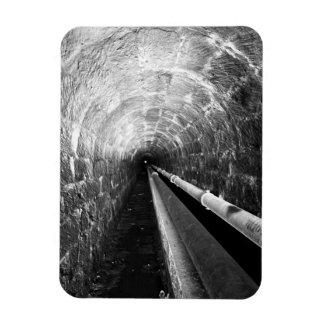 Túnel en blanco y negro imán rectangular