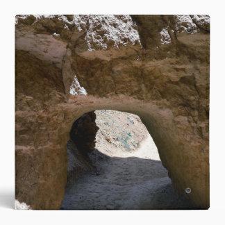 """Túnel en el rastro del lazo del peekaboo en el carpeta 2"""""""