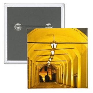 Túnel en la noche pin cuadrada 5 cm