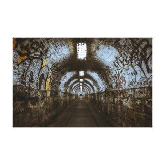Túnel subterráneo de la oscuridad impresión en lona estirada