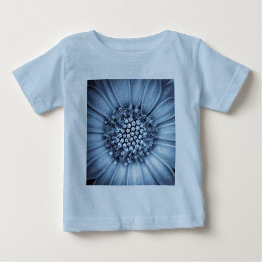 Tunicado azul de Bell centrado con el filtro del T-shirts