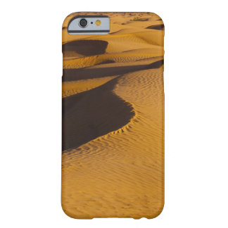 Tunisia, Ksour Area, Ksar Ghilane, Grand Erg Barely There iPhone 6 Case