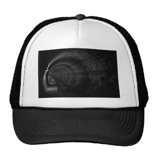 Tunnel for tain in balck and white trucker hat