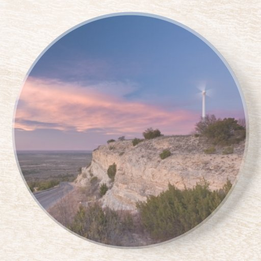 Turbina de viento en Tejas del oeste en la puesta  Posavasos Cerveza