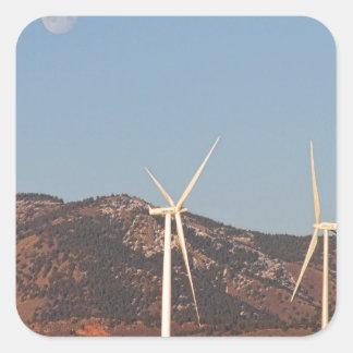 Turbinas de viento con una Luna Llena y cielos Pegatina Cuadrada