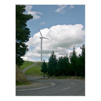 Turbinas de viento en campo tarjeta postal