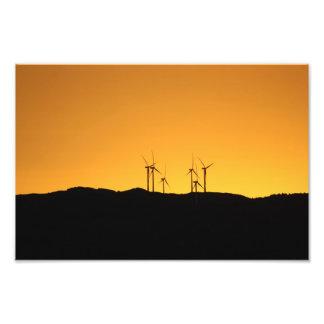 Turbinas de viento en la puesta del sol cojinete