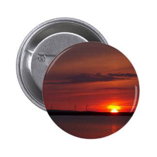 Turbinas de viento en la puesta del sol pin redondo de 2 pulgadas