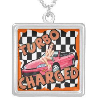 Turbo cargó el coche y el Pin encima del collar de