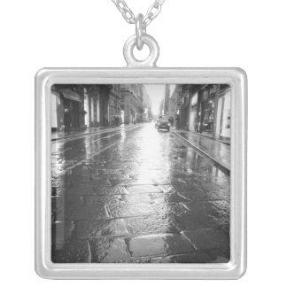 Turín Italia, tarde mojada de la calle Joyerias Personalizadas