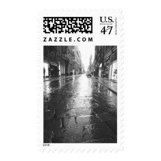 Turín Italia, tarde mojada de la calle Estampillas