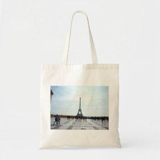 Turistas con la vista de la torre Eiffel Bolsa Tela Barata