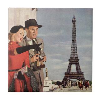 Turistas del vintage que viajan en la torre Eiffel Azulejo Cuadrado Pequeño