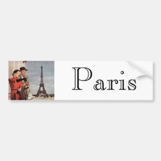 Turistas del vintage que viajan en la torre Eiffel Etiqueta De Parachoque