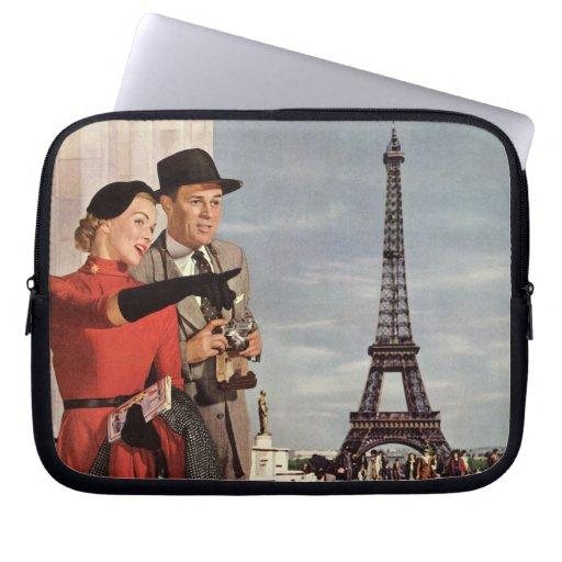 Turistas del vintage que viajan en la torre Eiffel Mangas Computadora