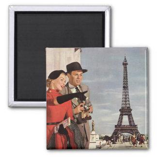 Turistas del vintage que viajan en la torre Eiffel Imán Cuadrado