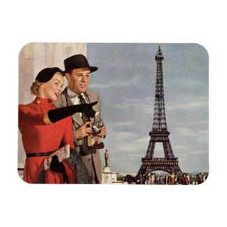 Turistas del vintage que viajan en la torre Eiffel Imanes Flexibles