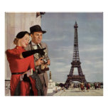 Turistas del vintage que viajan en la torre Eiffel Póster