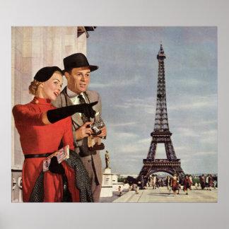Turistas del vintage que viajan en la torre Eiffel Impresiones