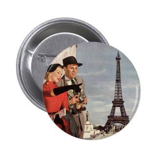 Turistas del vintage que viajan en la torre Eiffel Pins