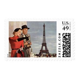Turistas del vintage que viajan en la torre Eiffel Sellos