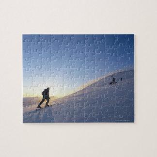 Turistas en la montaña puzzle