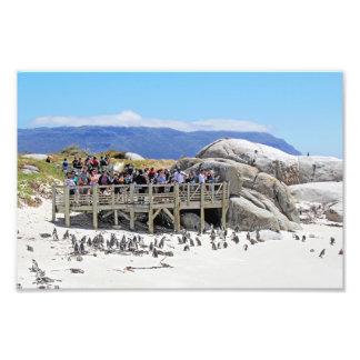 Turistas en la playa de los cantos rodados que mir impresion fotografica