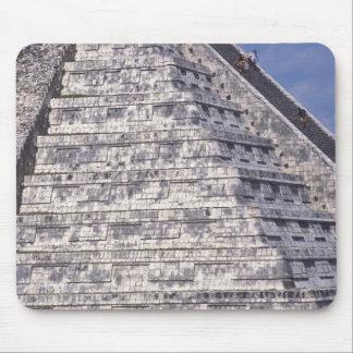 Turistas que suben las escaleras del EL Castillo,  Tapetes De Raton