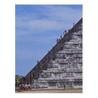 Turistas que suben las escaleras en ruinas del EL Postales
