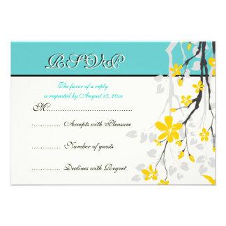 Turquesa amarilla de las flores que casa la tarjet comunicados personalizados