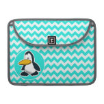 Turquesa, color Chevron de la aguamarina; Pingüino Funda Macbook Pro