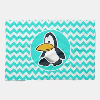 Turquesa, color Chevron de la aguamarina; Pingüino Toalla De Cocina