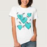 Turquesa de los corazones y de las libélulas del camisas