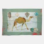 Turquesa soñadora del monograma del camello y toal toalla