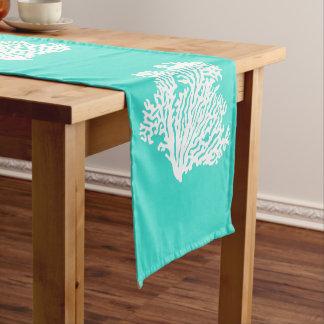 Turquesa y coral costero blanco de la decoración camino de mesa corto
