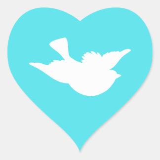 Turquesa y silueta blanca del pájaro pegatina en forma de corazón
