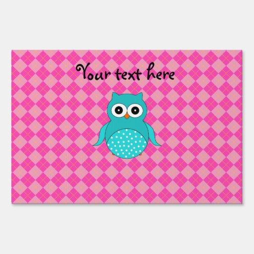 Turquoise owl pink argyle yard sign