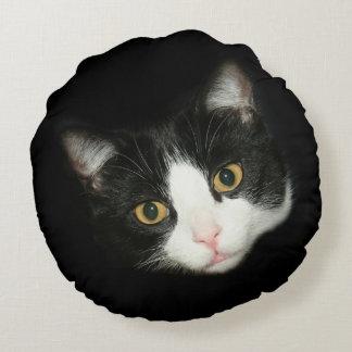 Tuxedo cat face round pillow