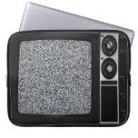 TV vieja retra con la cubierta estática de la caja Funda Ordendadores