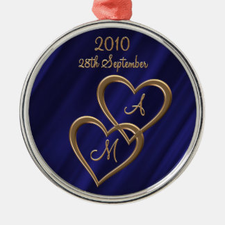 Two entwined gold hearts metal ornament