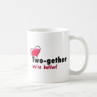 Two-gether somos mejores taza básica blanca