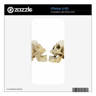 Two human skulls opposite of each other skins for iPhone 4S
