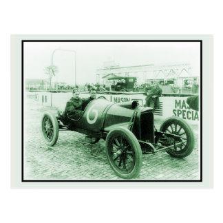 Two men in antique racing car n° 6 Indy 500 Postcard