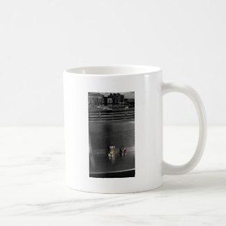 tyne lleva el mirar de la visión tazas de café