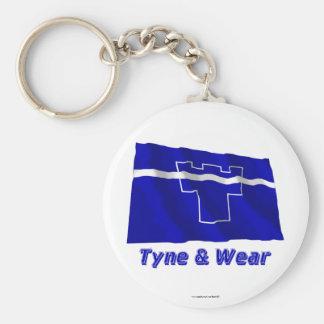 Tyne y bandera que agita del desgaste con nombre llaveros