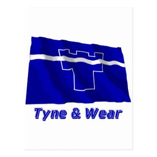 Tyne y bandera que agita del desgaste con nombre tarjetas postales