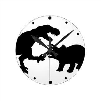Tyrannosaur y Triceratops b Reloj Redondo Mediano