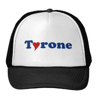 Tyrone con el corazón gorra
